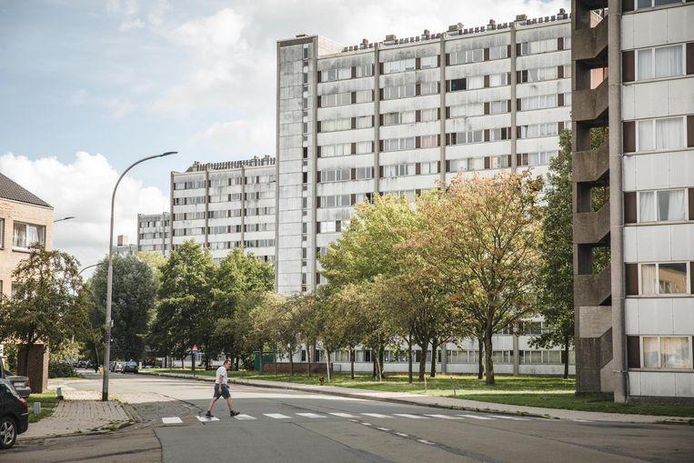Aan het Rabot werd een oude woontoren gesloopt en kwamen er 131 nieuwe sociale woningen bij. Maar het tekort blijft groot.