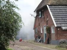 Asbest komt vrij bij uitslaande brand in Bennekom, schuur verwoest: 'Blijf uit de rook'