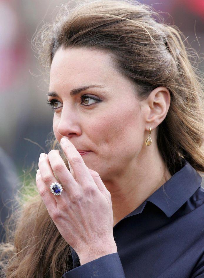 Kate met haar verlovingsring.