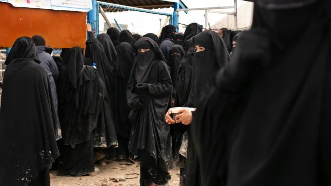 IS-seksshops, prostitutie en expliciete berichten: onderzoekster verzamelt getuigenissen over seks in het kalifaat
