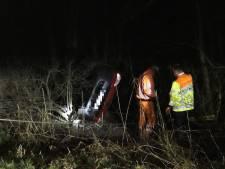 Auto schiet van A28: bestuurder gewond