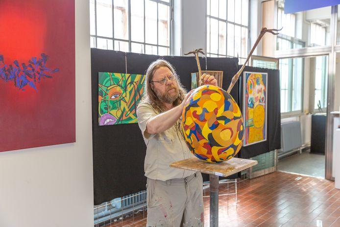 Door een samenwerking met Kunst Nu heeft Tony Beirens met zijn galerie De Rode Loper een onderkomen gevonden in de Oude Post.