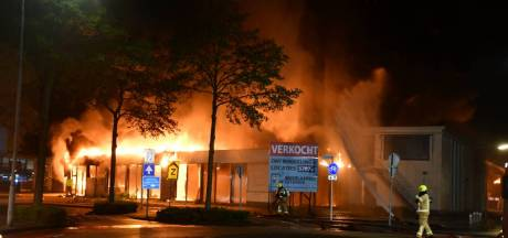 Brand verwoest voormalige Renault-garage in Goes
