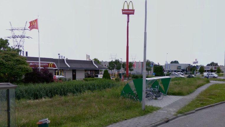 De overval vond plaats in de McDonalds aan de Van der Waalsweg Beeld Google Streetview