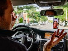 Vergadering digitaal bijwonen vanuit de auto? 'Driedubbel fout!'
