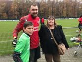 Onder schooltijd naar de training van je favoriete voetbalclub, oma regelt het voor Daniël