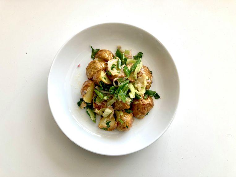 Aardappelsalade met snijbonen en bleekselderij. Beeld Sake Slootweg