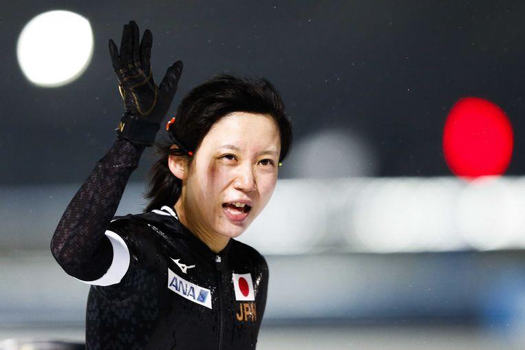 Miho Takagi gaat aan de leiding op het WK Allround in Amsterdam. Wüst staat tweede en moet op de 1500 meter 3,42 seconde goedmaken op de Japanse. Beeld ANP