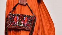 Fendi herintroduceert favoriete handtas van Carrie Bradshaw op Milan Fashion Week