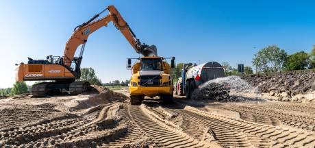 Voor de nieuwe A16 waren drie Kuipen vol met zand nodig: 'Op topdagen reden er tachtig vrachtwagens'