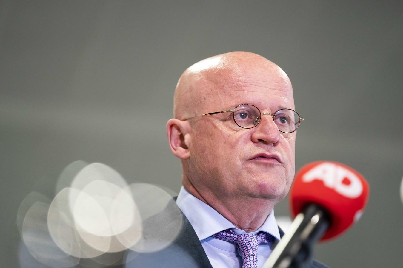 Demissionair minister Grapperhaus wil doxing voortaan strafbaar stellen.