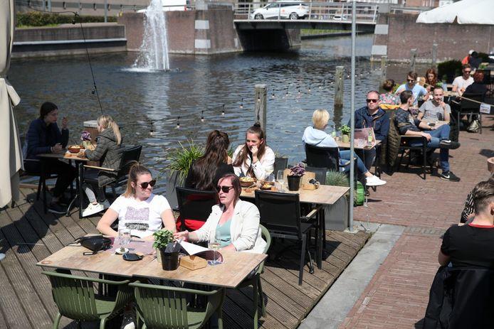 De terrassen in Helmond zijn woensdag om 12 uur weer geopend.