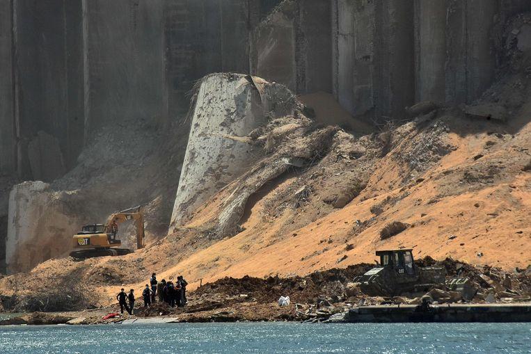 De restanten van de ontplofte graansilo. Beeld AFP