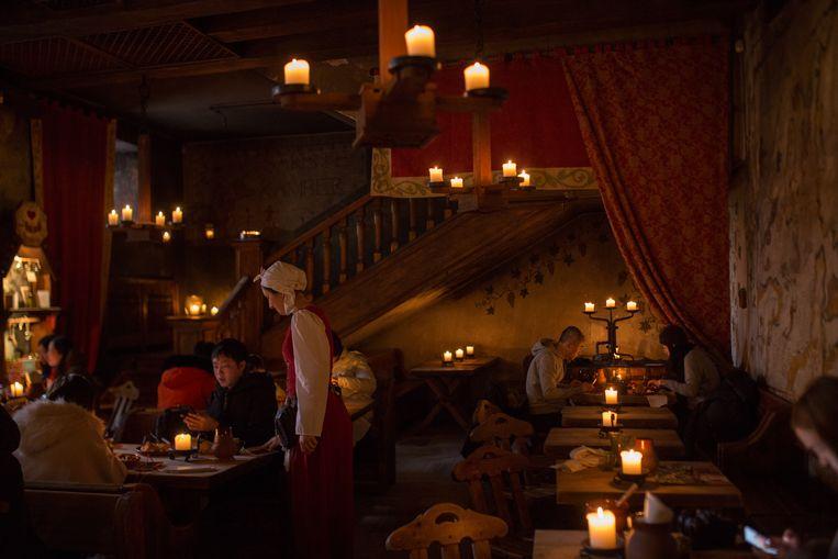 Restaurant Olde Hansa, ofte Game of Thrones meets Bokrijk: waar voor je geld. Beeld Alina Birjuk