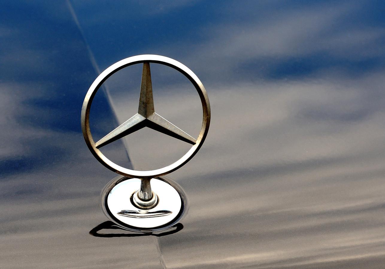 De verdachte Edenaar zou onder meer een Mercedes contant hebben betaald. Foto ter illustratie.