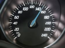 'Levensgevaarlijke snelheden, waarom zijn personenauto's niet begrensd?'