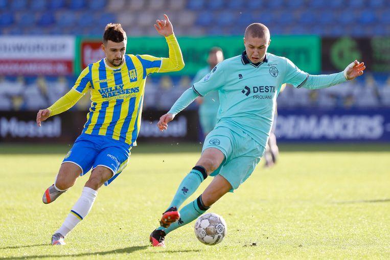 RKC-speler Vitalie Damascan (links) in duel met Sebastian Holmen van Willem II. Beeld Pro Shots / Thomas Bakker