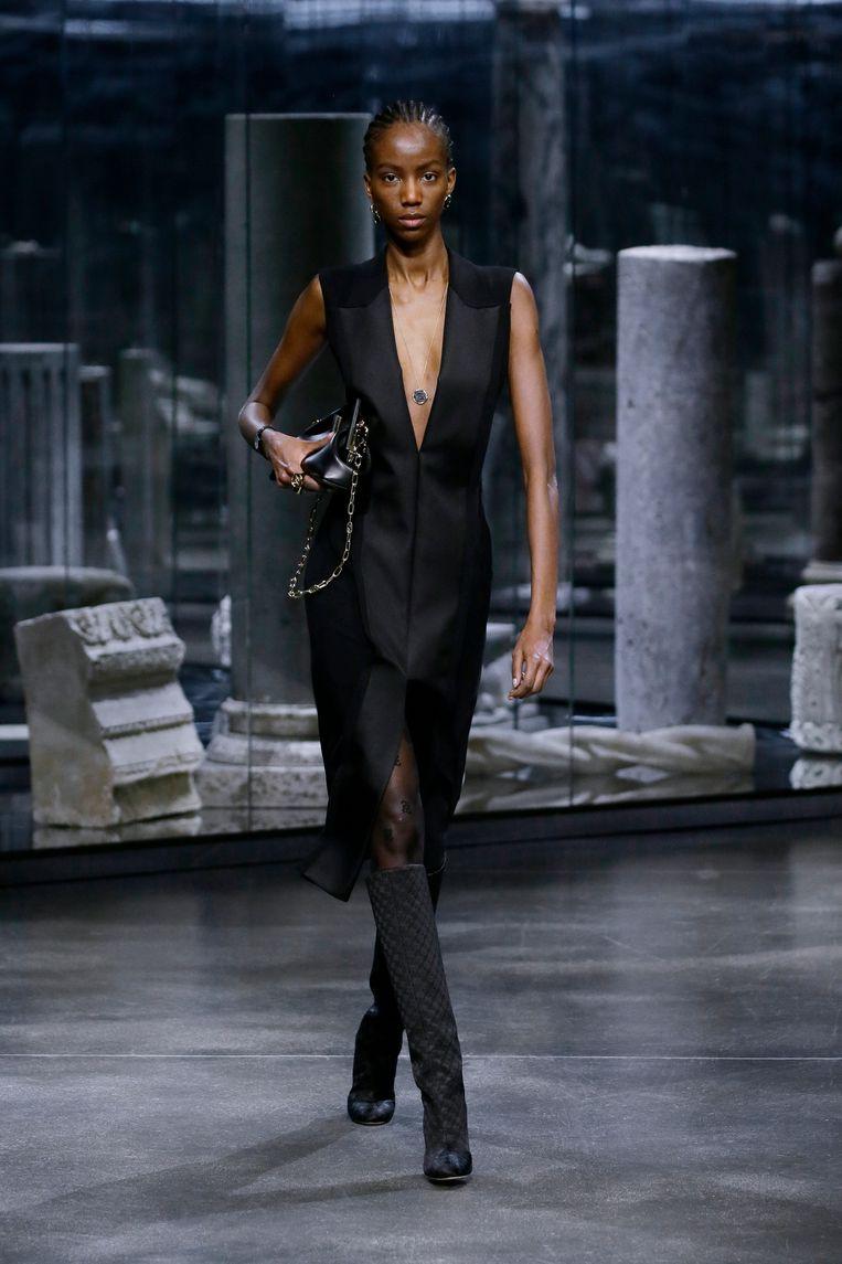 Zwarte jurk van Kim Jones voor Fendi. Beeld Imaxtree