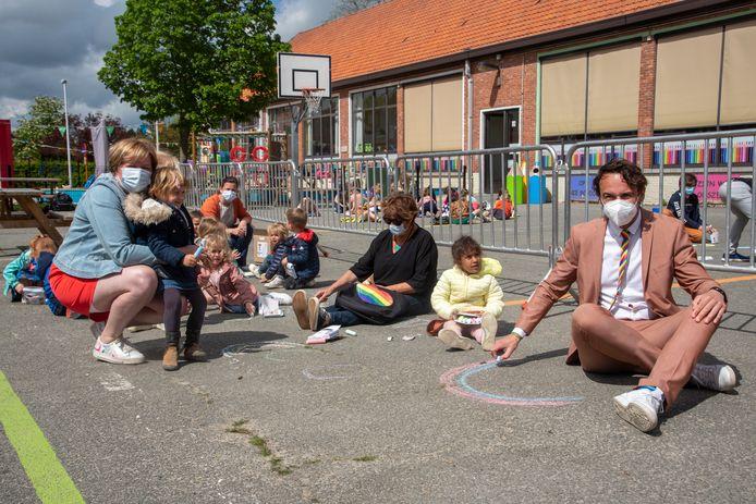 Regenboogactie in de basisschool De Windwijzer in Laarne.