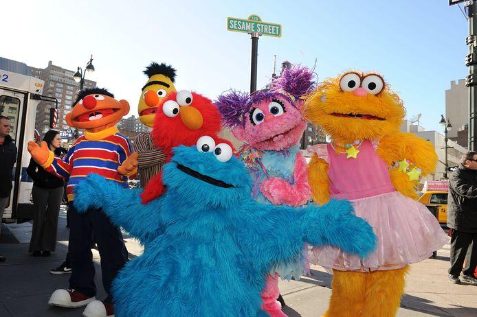 Cookie Monster (vooraan) is een bekende pop uit Sesamstraat.