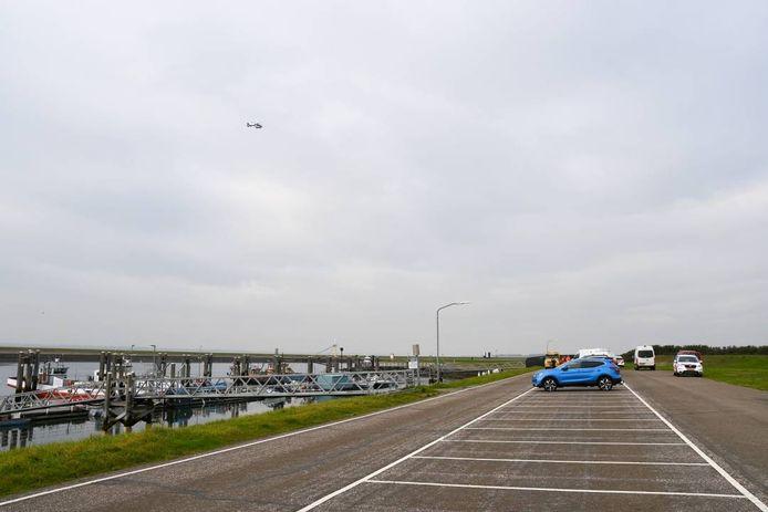De dode man werd zaterdagochtend gevonden langs de Oesterdam.