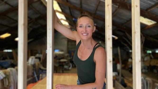 Straf: Gerdine bouwt helemaal zelf een tiny house van 3 meter bij 7