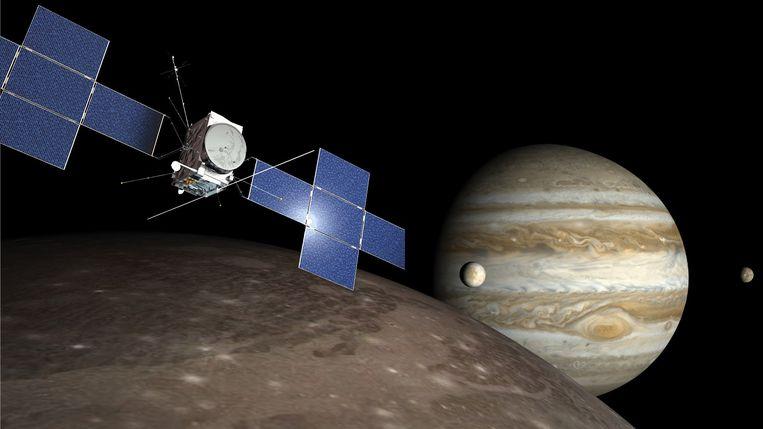 Illustratie van Juice bij de grote Jupitermaan Ganymedes. Beeld ESA