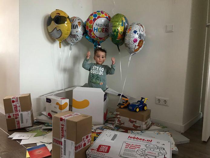 Maxx viert zijn derde verjaardag met meer kaartjes dan welk kind in Zeeland dan ook.