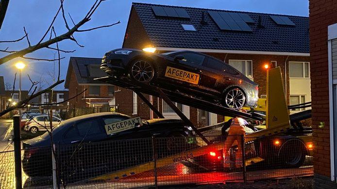 De politie nam vijf auto's in beslag tijdens een drugsonderzoek in Zutphen.