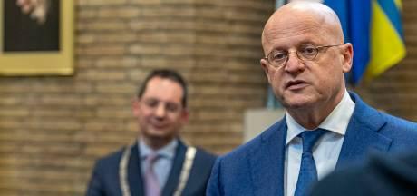 Twee vuurwerkbommen leiden minister Grapperhaus naar Woensdrecht: 'Schokkend en crimineel om zo bestuurders te intimideren'