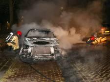 Scooter en auto in brand op twee locaties in Veldhoven, mogelijk vluchtte scooter bij autobrand