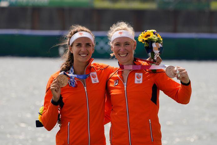 Brons: Roos de Jong en Lisa Scheenaard (roeien, dubbeltwee, vrouwen)