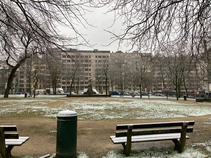 Her en der blijft een beetje sneeuw liggen.