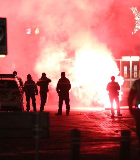 Rellen tijdens avondklok op Urk: politie voert charges uit, schaamte bij burgemeester
