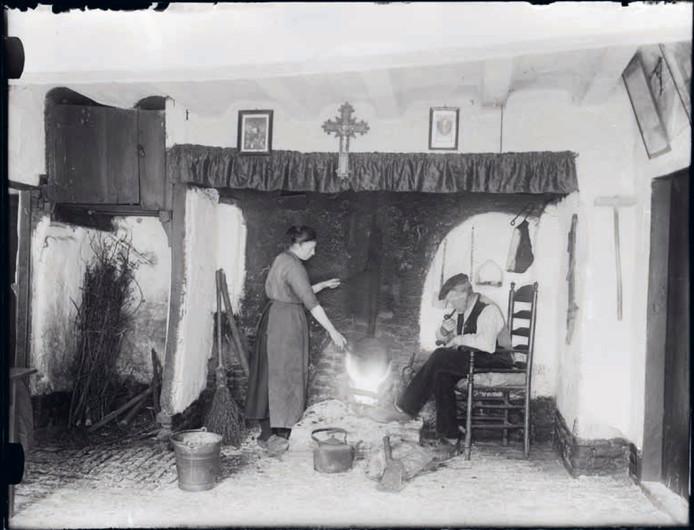 De woonkeuken of d'n herd, zoals Schellens er veel heeft gefotografeerd