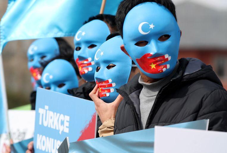 Oeigoeren begin april tijdens een demonstratie in Istanbul tegen de Chinese repressie. Beeld EPA
