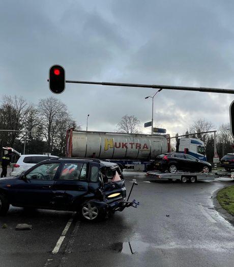 Druk kruispunt in Helvoirt een uur lang dicht door ongeluk