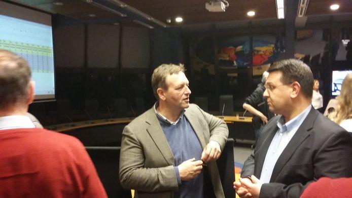 Arjen Lagerweij (midden) is met de door hem aangevoerde partij Gemeente Belangen de grote winnaar van de verkiezingen in Voorst.
