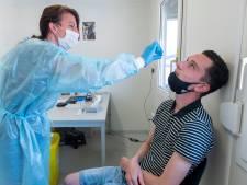 Jens (23) uit Overloon krijgt volgende week zijn honderdste coronatest: 'Die wattenstaaf went nooit helemaal'