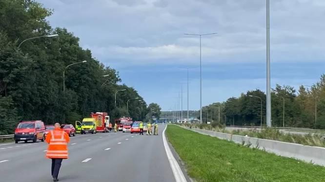 Accident sur le ring à Beersel: le poids-lourd a été remorqué, la zone rouverte à la circulation