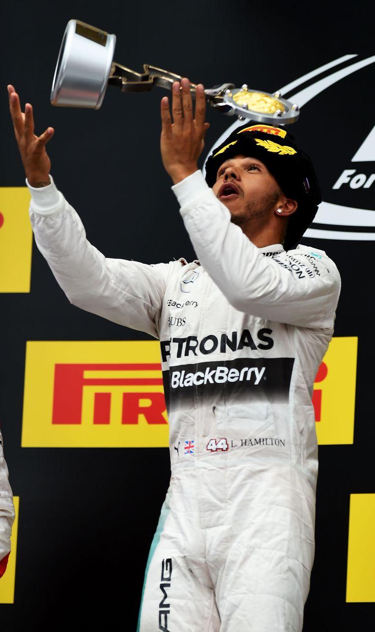 Hamilton viert zijn overwinning in Sotchi Beeld GETTY