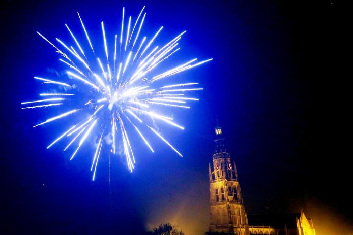 Siervuurwerk boven het centrum van Breda.