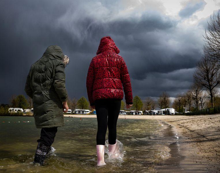 Vakantie op camping Ter Spegelt, waar het zomerweer snel omslaat. Beeld Rene Manders/DCI Media