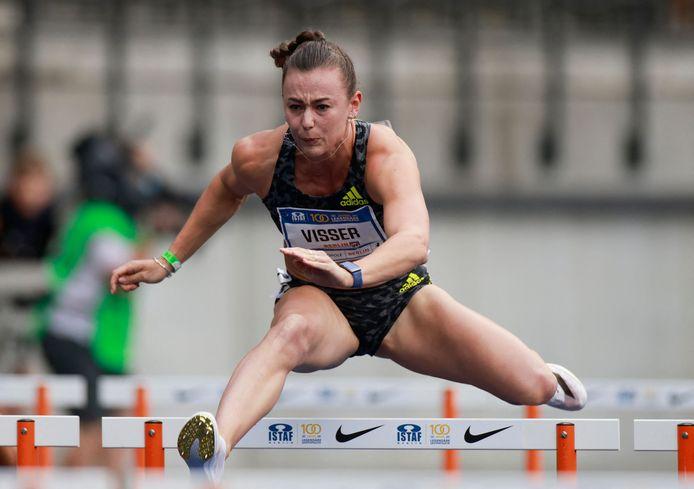 Nadine Visser snelt naar het goud.