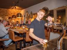 Bij Hector uit Goes kun je zelf je biertje tappen aan de biertaptafel