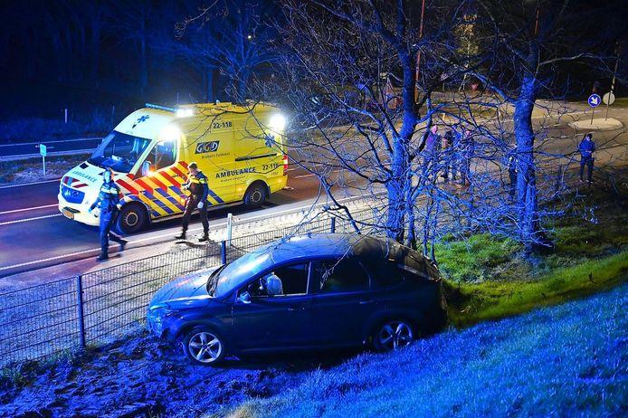 Auto ramt in volle vaart hek bij Bergeijk.