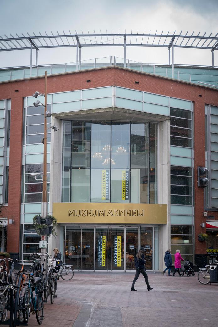 In de Arnhemse binnenstad is geen bestaand gebouw geschikt voor Museum Arnhem, stelt het onderzoek. Dus ook niet het voormalige pand van Topshelf/V&D.
