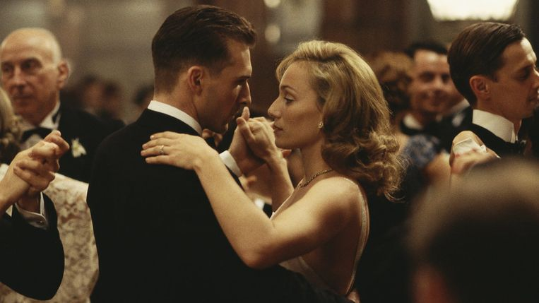 Ralph Fiennes en Kristin Scott Thomas in The English Patient. Beeld