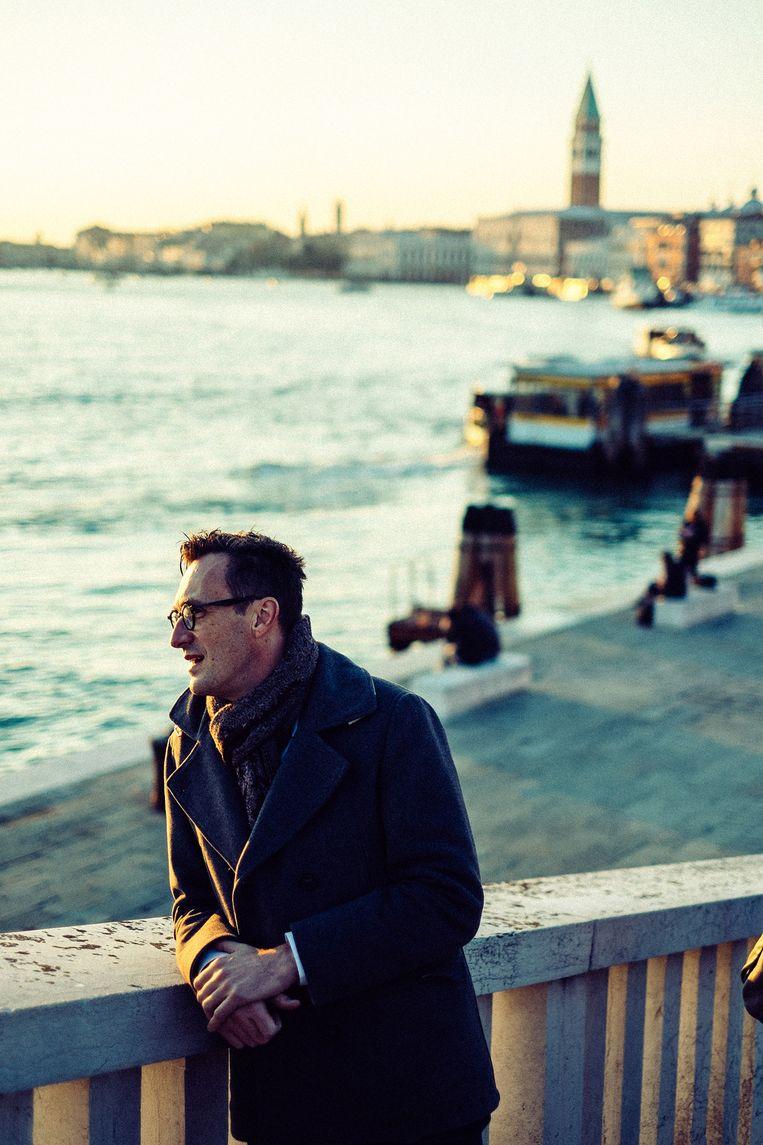 Als een toerist in Venetië: minister Pascal Smet geniet van zoveel schoonheid, en droomt van een Belgische hoofdstad waar het even fijn toeven is. Beeld Thomas Sweertvaegher