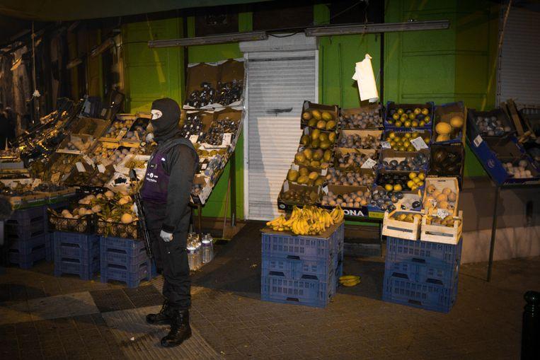 Politie vrijdag in Molenbeek. Beeld null
